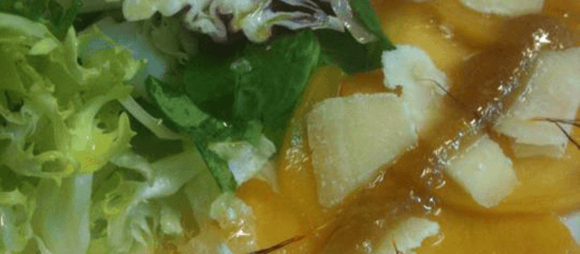 Ensalada de perdiz escabechada con vinagreta de mermelada de pepino