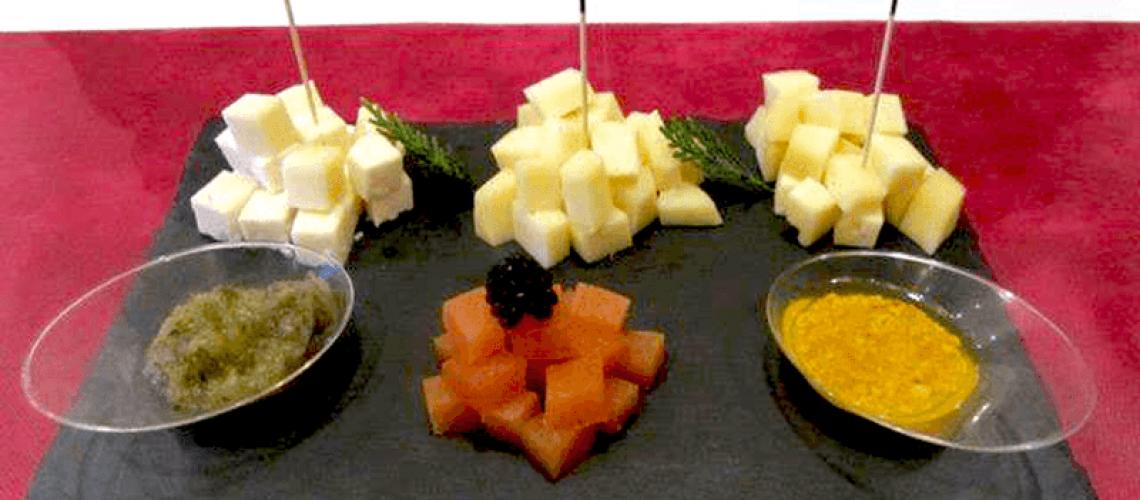 Tabla de quesos con toques dulces